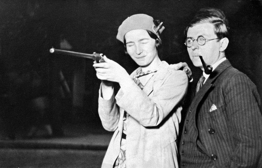 Simone De Beauvoir et Jean-Paul Sartre ouvrant les hostilités