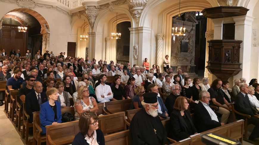 250 personnes ont assisté aux obsèques du père Robert Chave