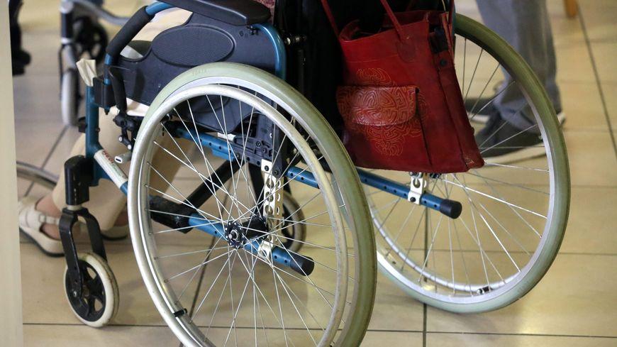 Chez Pimkie à Parly 2, la cabine d'essayage pour handicapés sert de débarras