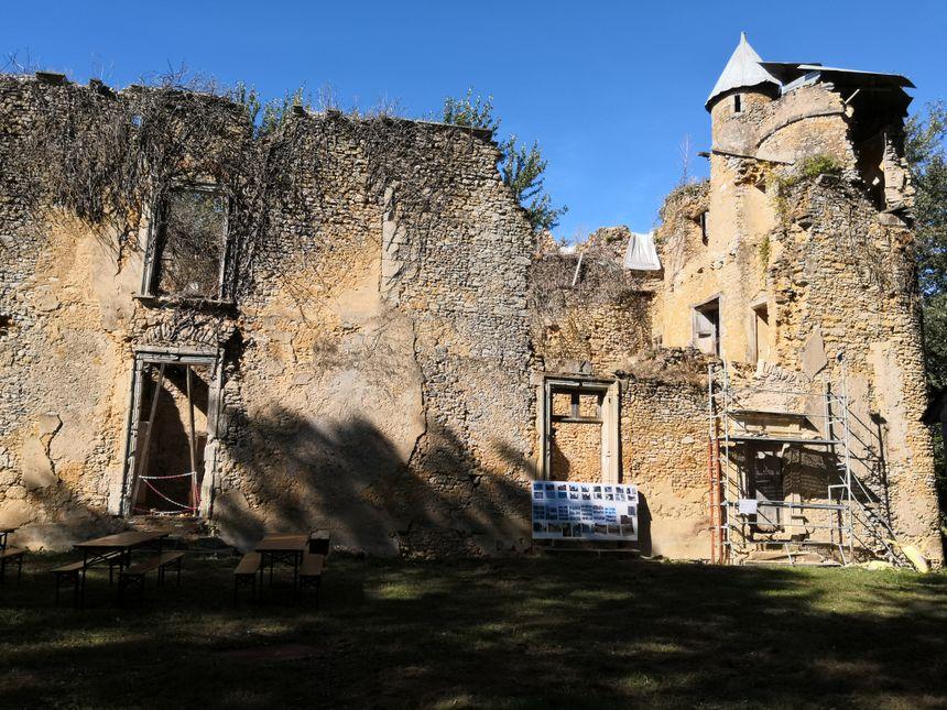 Le château de Cheneru est aujourd'hui en piteux état.