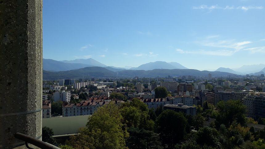 Panorama à 360 degrés sur le Vercors, la Chartreuse et le massif de Belledonne