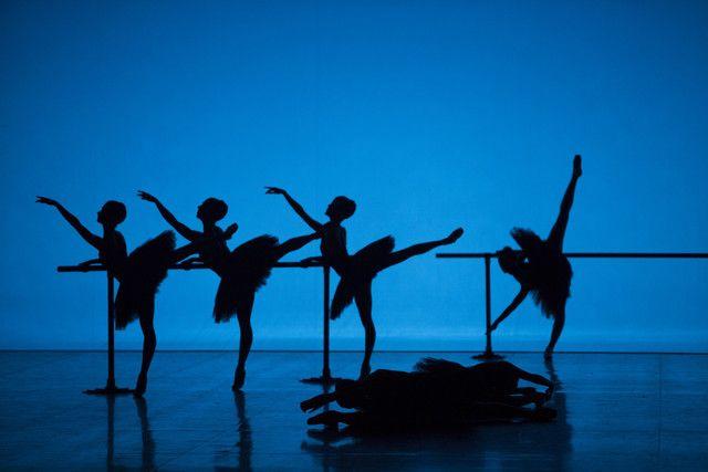 Danseuses de l'English National Ballet dans une chorégraphie d'Harald Lander, Etudes (2013)