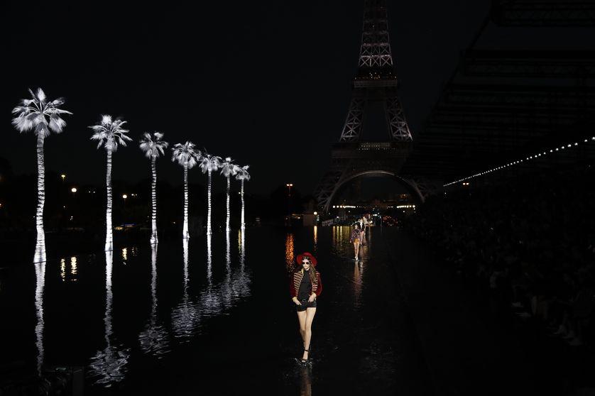 Défilé Yves Saint-Laurent pendant la fashion week de Paris