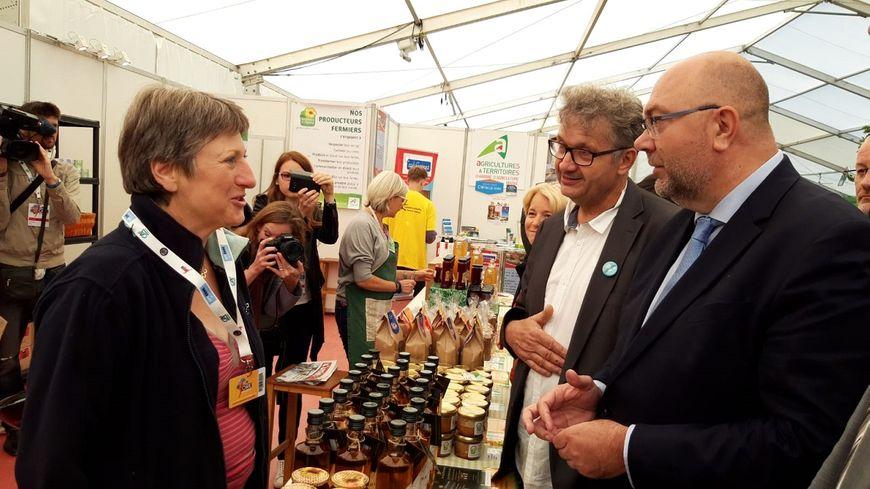Le ministre a débuté par une visite des différents stands de la Foire de Châlons.