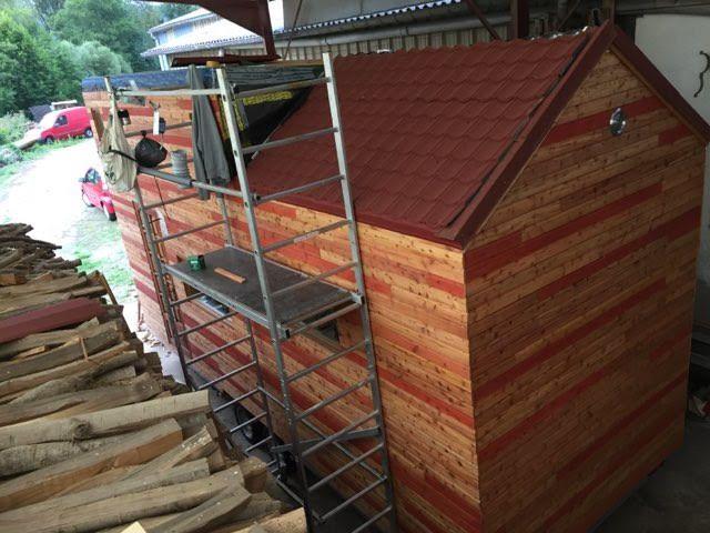 Le couple a fabriqué sa tiny house dans les Vosges, avec l'aide du grand-père d'Aude.