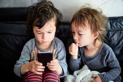 Comment mieux gérer les écrans avec les enfants et les adolescents ?