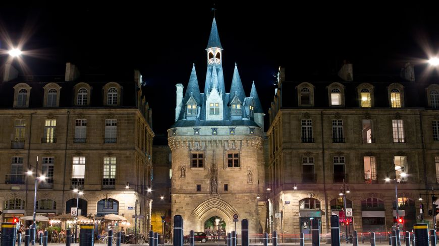 L'accident s'est produit dans la nuit de samedi à dimanche vers 2h30 à proximité de la porte Cailhau à Bordeaux