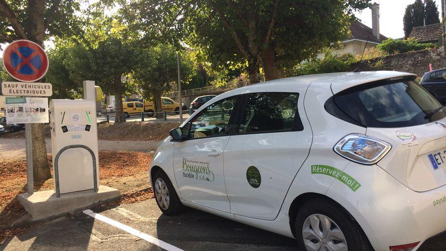 La voiture électrique est disponible en auto-partage à la demi-journée, et à la journée