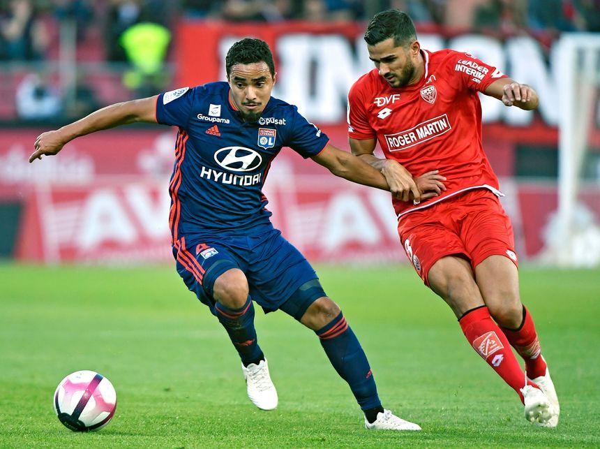 Les Lyonnais ont tués le match en première mi-temps avant de procéder par contre en deuxième mi-temps alors que Dijon se montrait plus dangereux