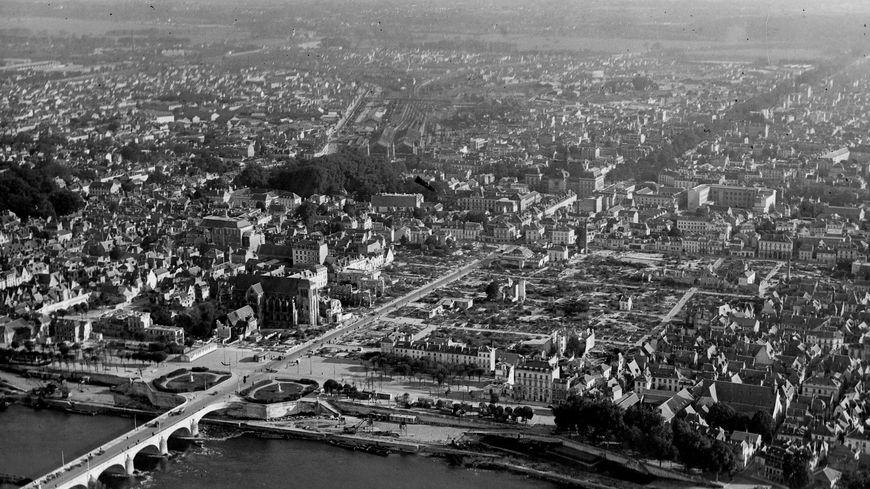 Entrée nord de la ville de Tours en 1946
