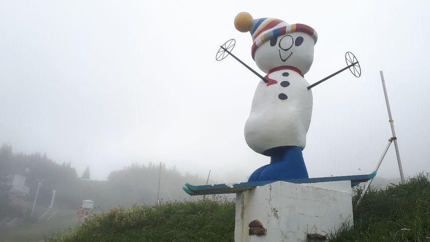80 canons à neige à la station des Mont d'Olmes pour compenser le réchauffement et le manque de neige