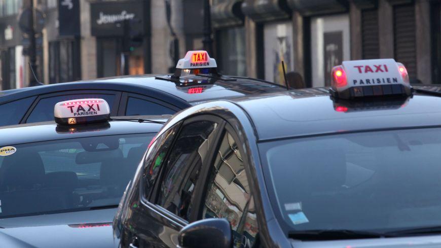 """A Paris, le prix de la """"licence"""" de taxi est passé de 240.000 à 115.000 euros en cinq ans."""
