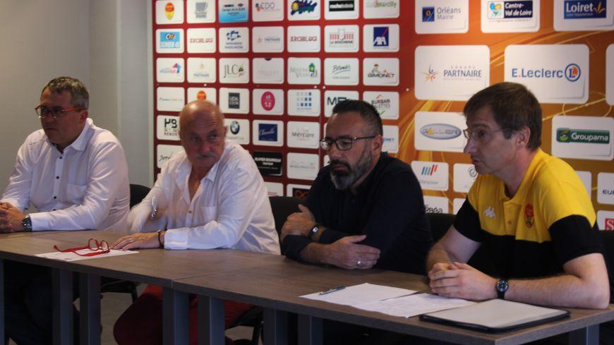 De g à dr : Thomas Sereni et Patrick Auger de l'USO Foot, David Sapin et François Berecz des Yellow Boys
