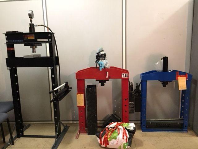 trois presses hydrauliques servant à fabriquer les pains de cocaïne, découvertes dans un appartement de la cité La Morlette (15e)