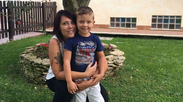 Laura Leggi a signé comme près de 300 000 autres parents une pétition réclamant le maintien de l'obligation vaccinale, seule protection pour son fils Davide, 6 ans, qui ne peut pas être vacciné.