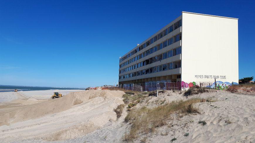 Désamiantage et renforcement de la dune jusqu'au printemps 2019 pour l'immeuble le Signal à Soulac-sur-Mer