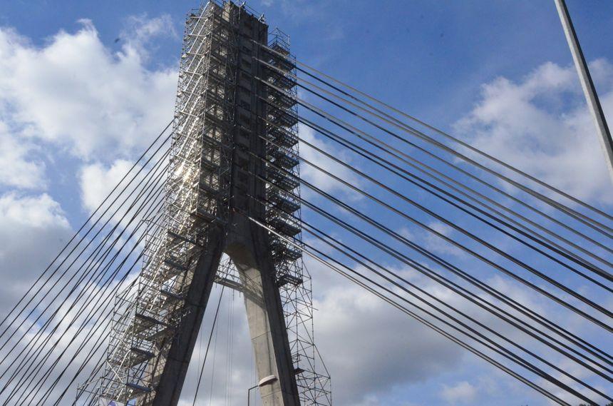 Un travail sur les haubans du pont