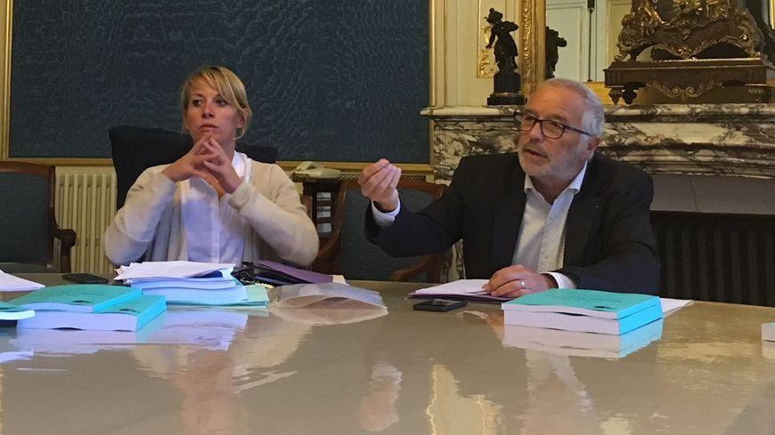 Nathalie Koenders et François Rebsamen avant le conseil municipal de rentrée