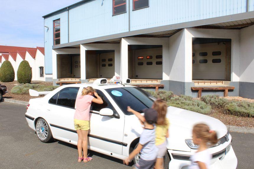 La star des voitures, c'est la Peugeot du film Taxi 2