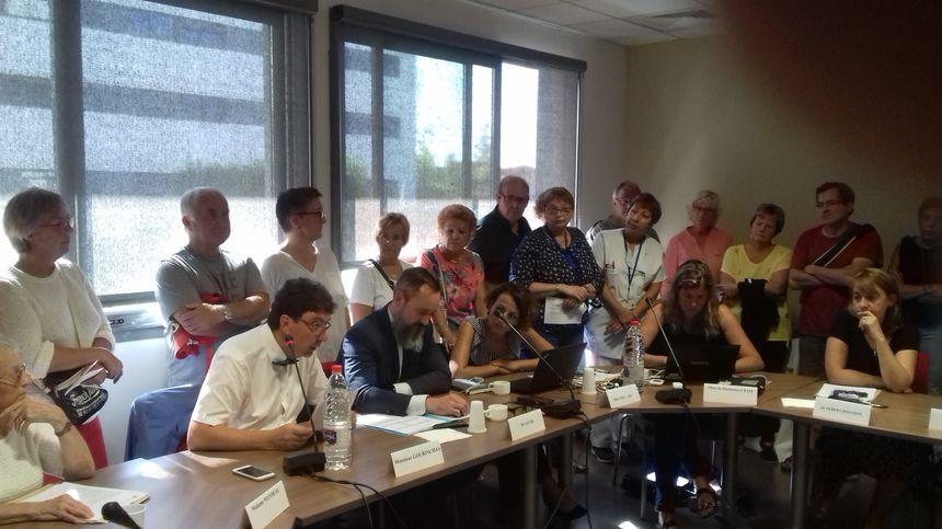 Usagers et agents hospitaliers ont assisté à la réunion