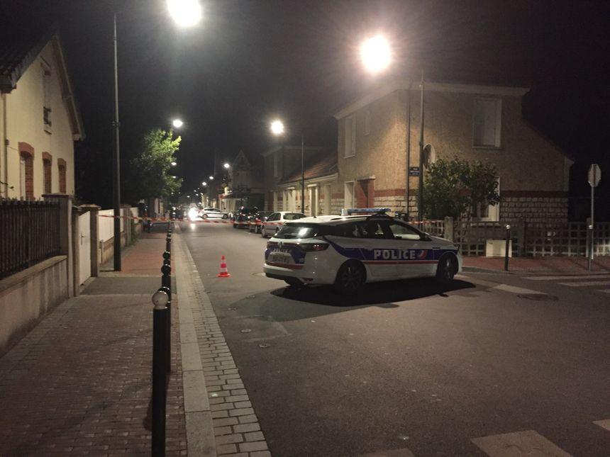 Le quartier est bouclé, après l'accident dans lequel un policier municipal a été blessé.