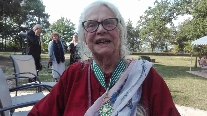Suzanne Lipinska, surnommée Suzon par ses amis (et ils sont nombreux), porte désormais la cravate