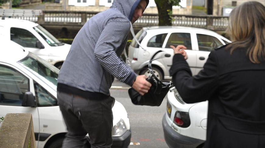 L'auteur du vol à l'arraché a été arrêté par deux jeunes Brivistes qui ont assisté à la scène (photo d'illustration)