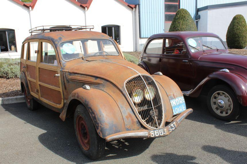 Parmi les voitures mises aux enchères, on retrouve de vieux modèles bien conservés