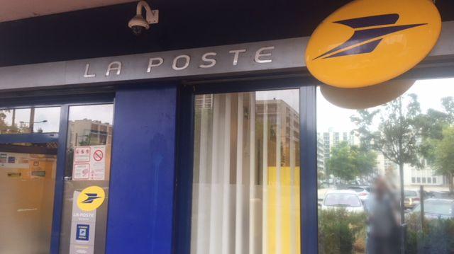 Tours : après les rives du cher le bureau de poste du sanitas va