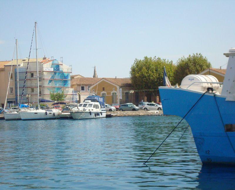 Guillaume Bottazzi a réalisé cet été une peinture monumentale sur l'Île de Martigues.