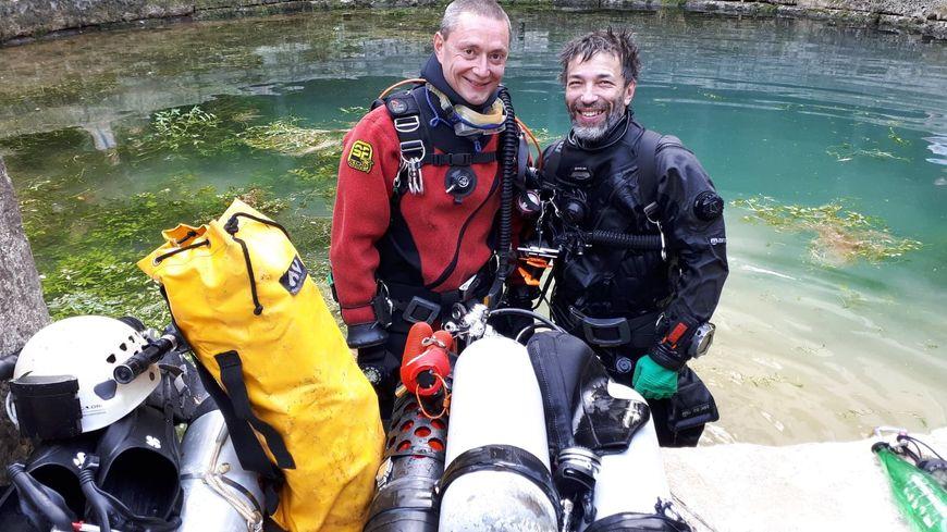 Hervé Cordier et Pierre-Eric Deseigne à la sortie de leur plongée dans la Fosse Dionne.