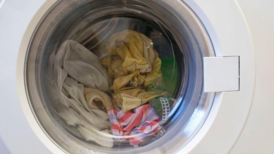 Une expertise a été effectuée sur la machine à laver, qui montre une défaillance technique, au niveau du système de verrouillage.