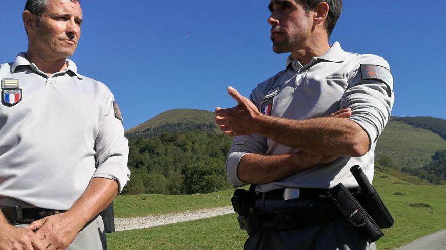 Nicolas Jean, responsable de la brigade et Xavier Horgasson, chef du service départemental de l'ONCFS.