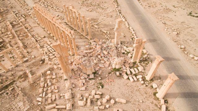 Vue aérienne de l'arche de Palmyre après destruction Palmire Syrie