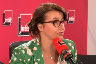 Cécile Duflot défend l'idée que c'est le pouvoir citoyen qui doit faire face aux décideurs en matière d'écologie