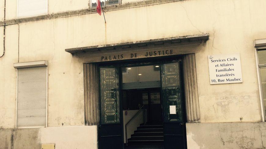 L'entrée du palais de justice de Mont de Marsan. Illustration.