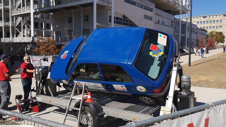 L'animation de la voiture-tonneau, parfois perçue comme un simple tour de manège par les jeunes