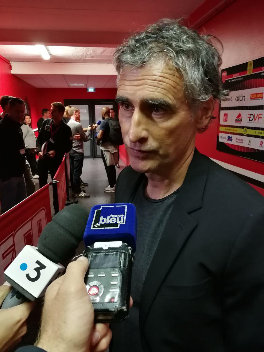 Olivier Dall'Oglio dans les couloirs du Parc des Sports, il commente la défaite des siens, la première de la saison
