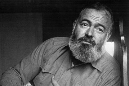 Portrait d'Ernest Hemingway (1898-1961), journaliste américain et reporter de guerre, il est aussi devenu écrivain. Il obtint le Prix Pulitzer en 1953 et le Prix Nobel de littérature en 1954.