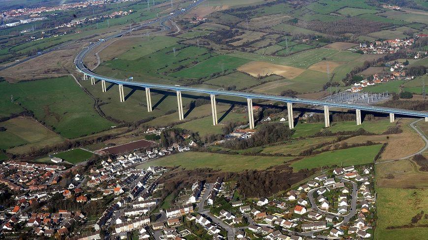 La strcture du  viaduc d'Echinghen, près de Boulogne-sur-Mer, est gravement altérée.