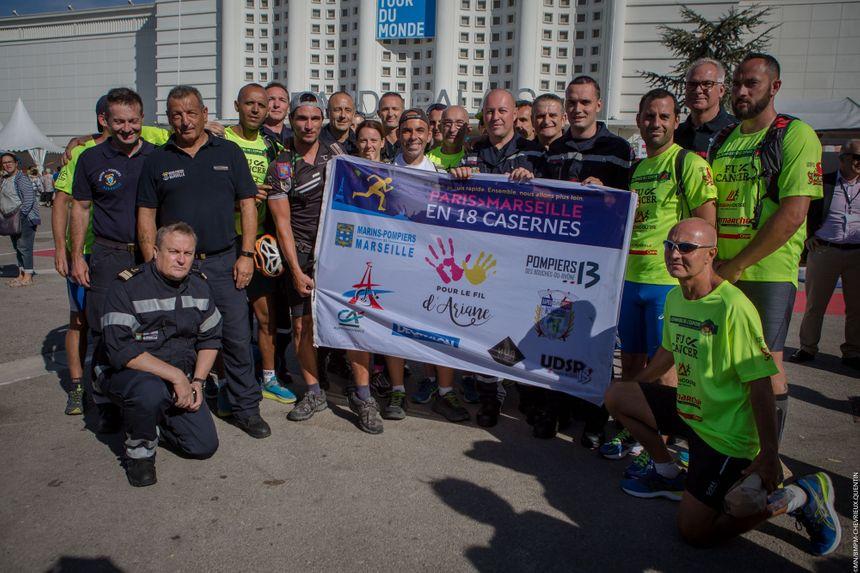 Les collègues marins-pompiers de Lionel l'ont rejoint pour sa dernière étape entre Aix et Marseille.