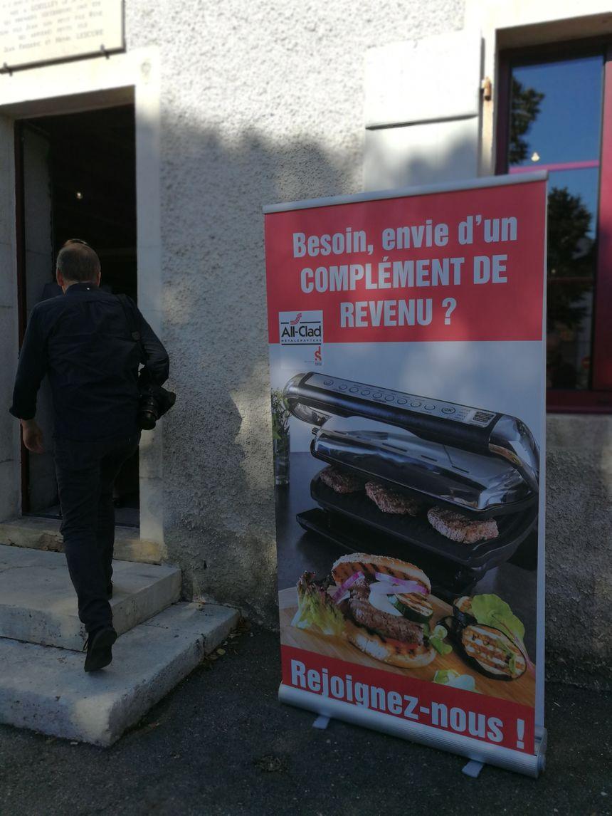 """Sur ses affiches la Seb propose """"un complément de revenus"""" pour ceux et celles qui deviendront VDI"""