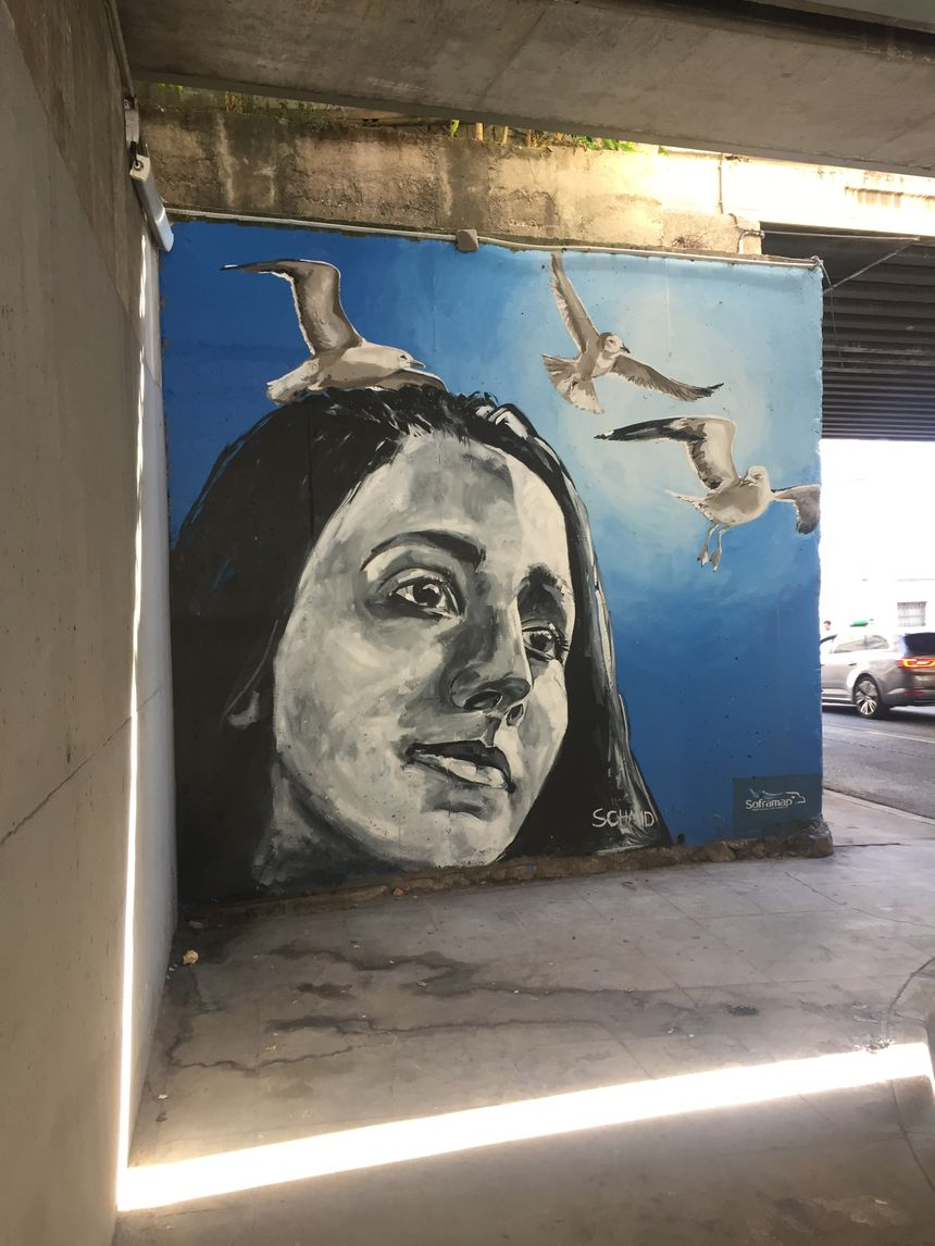 Fresque représentant Amie, 12 ans, victime de l'attentat de Nice