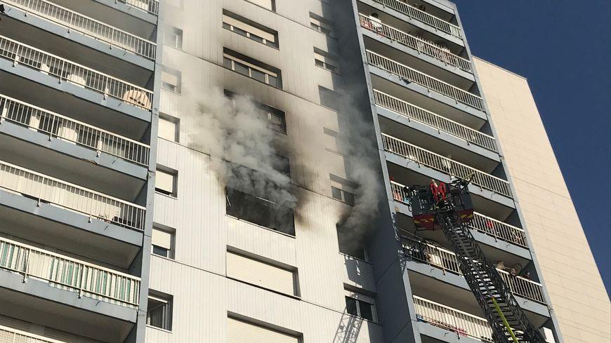 Le feu a pris dans un appartement du 9ème étage