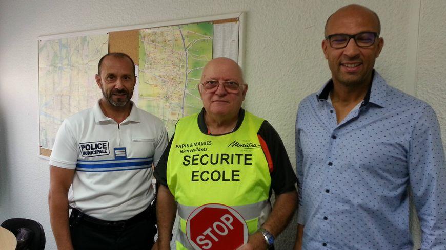 Frédéric Ranc (police municipale), Maurizio Sirena (papi bienveillant) et Samy Kriker (adjoint au maire de Morières)