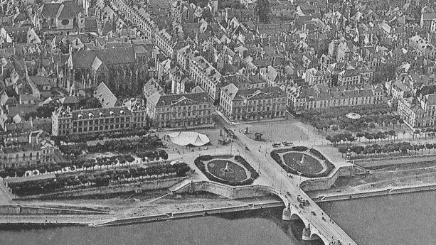 Haut de la rue Nationale à Tours en 1920