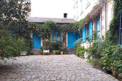 Hôtels particuliers et grands jardins discrètement cachés dans la vieille ville