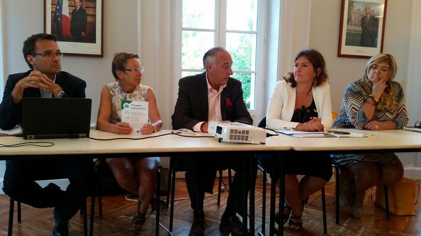 Elus et techniciens lors de la présentation en mairie de Latresne des futurs aménagements