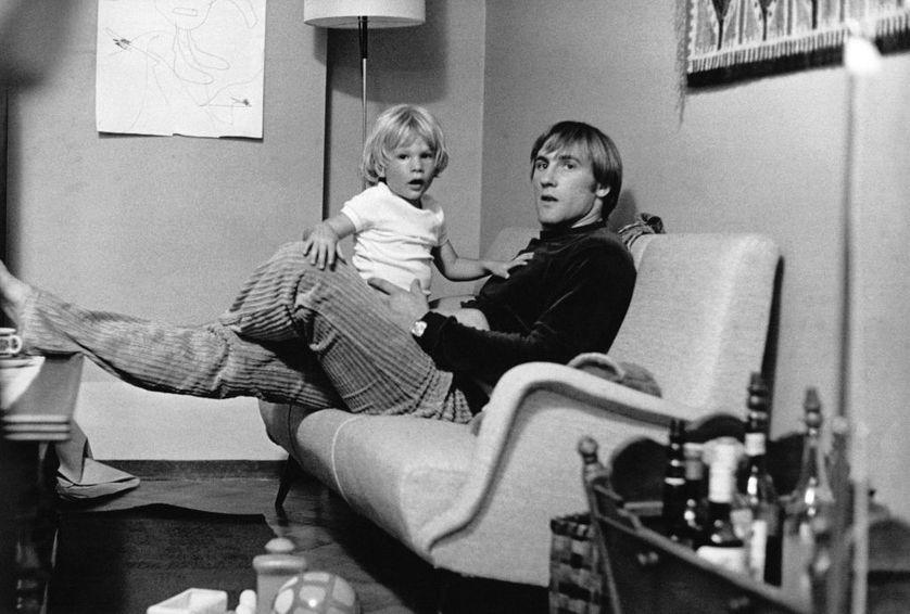 Gérard Depardieu avec son fils Guillaume, en 1974, à Genève.