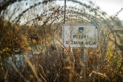 En février 2017 à la frontière entre la Slovénie et la Croatie, des barbelés à l'entrée de l'espace Schengen.